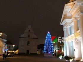 生活分享:明斯克冬天白教堂附近的夜色(手机拍摄)