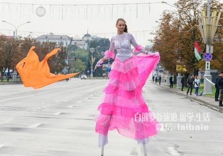 白俄罗斯各大学参加马拉松大赛 场面火爆