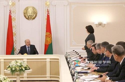 白俄罗斯总统表示:减少对经商者不必要地监管和检查