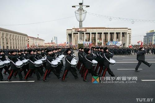 明斯克举行了白俄罗斯警察诞辰100周年阅兵(图)