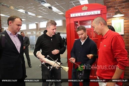 白俄媒体: 明斯克高科技园区经理同中国IT亿万富翁史玉柱举行了会面
