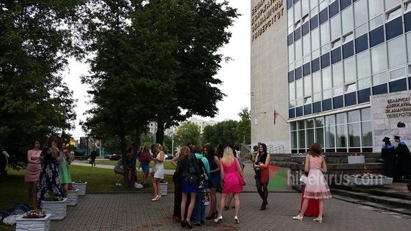 问:我来自安徽已工作3年,想去白俄罗斯国立经济大学读英语研究生,请问需要几年?