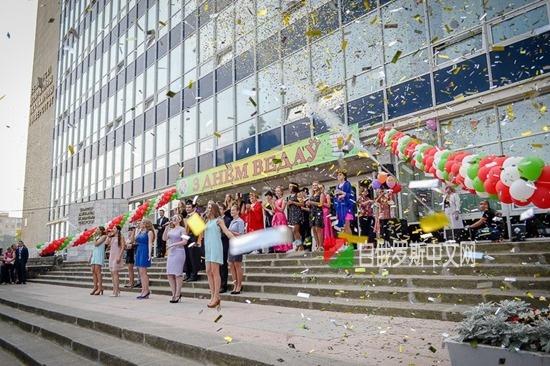 白俄罗斯经济大学预科系为新生开设了校园讲座
