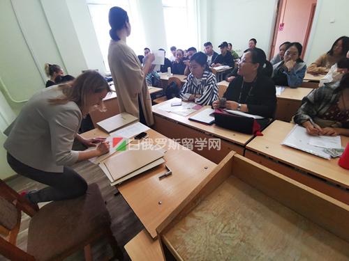 白俄罗斯拓普中心留学中介费用说明